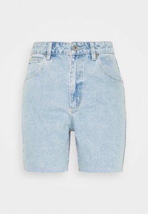 A CLAUDIA CUT OFF - Denim shorts - walk away