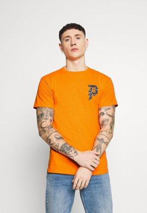 NARUTO DIRTY TEE - T-shirts print - orange