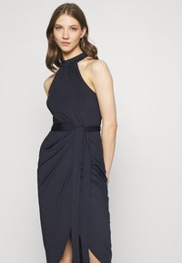 Nly by Nelly - HIGH NECK PLEAT DRESS - Cocktail dress / Party dress - navy - 3