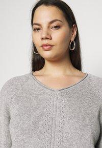 Selected Femme Curve - SLFPOLLY  V-NECK - Jumper - light grey - 3