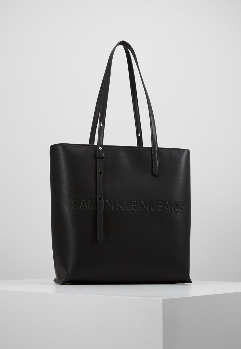 Calvin Klein Jeans - BOX TOTE ZIPPER - Sac à main - black