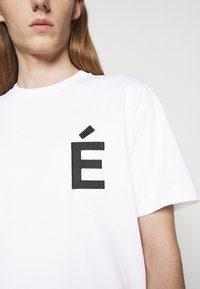 Études - PATCH UNISEX - T-shirt con stampa - white - 5