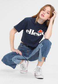 Ellesse - ALBERTA CROP  - T-shirts print - dress blues - 1