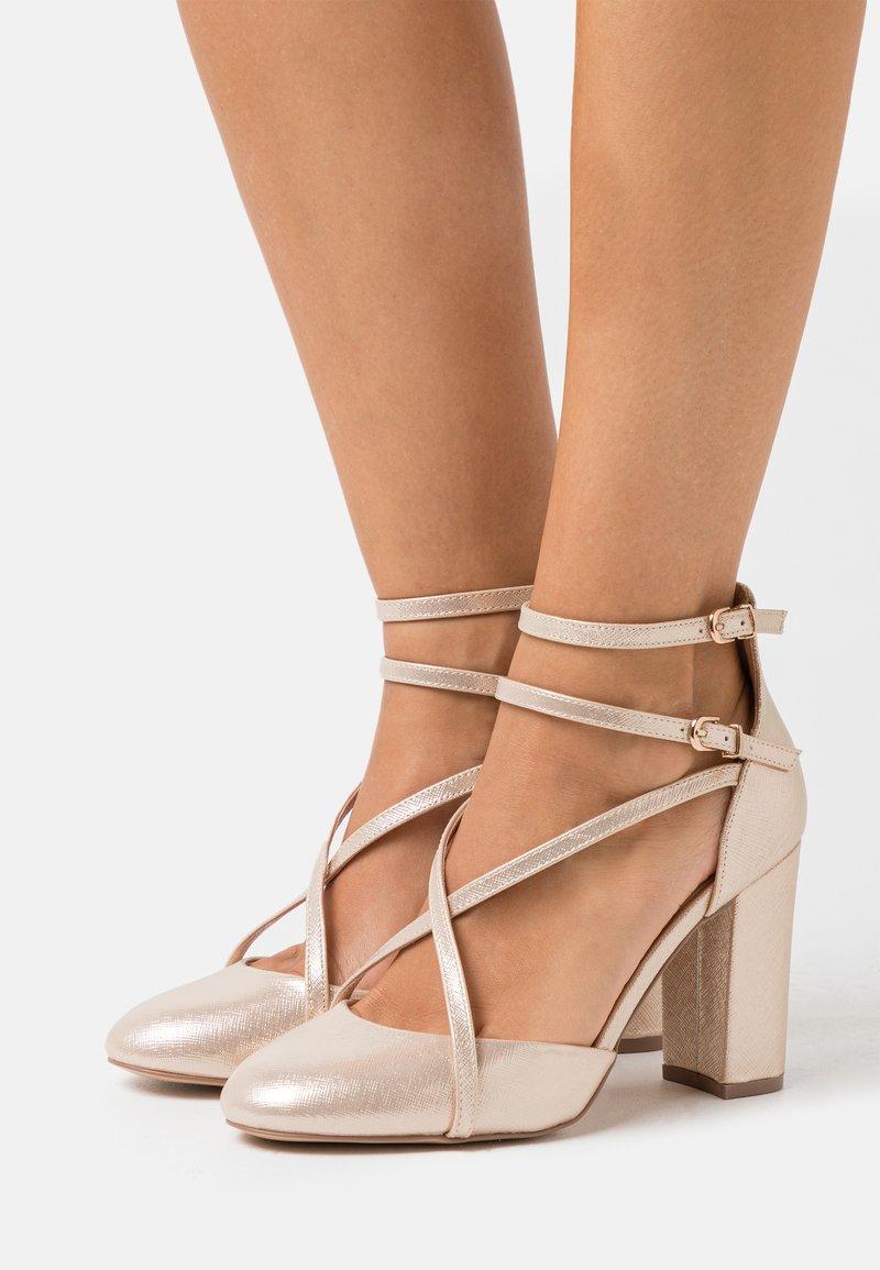 Wallis - CASH - High heels - gold