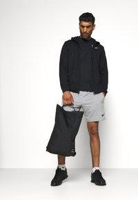 Nike Performance - UTILITY UNISEX - Batoh - black/black/enigma stone - 0