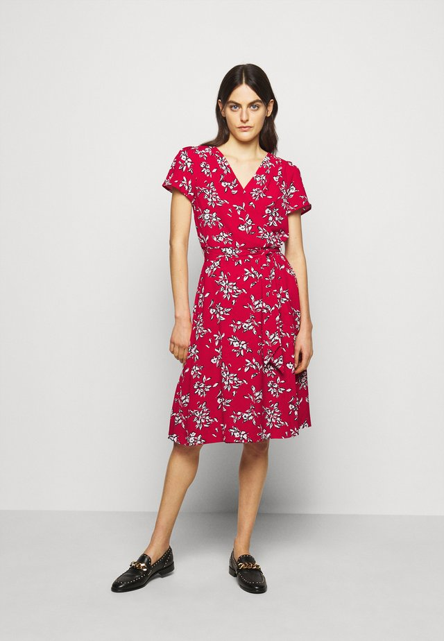 PRINTED CREPE DRESS - Denní šaty - orient red