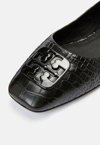 Tory Burch - GEORGIA BALLET - Ballet pumps - black croc - 5
