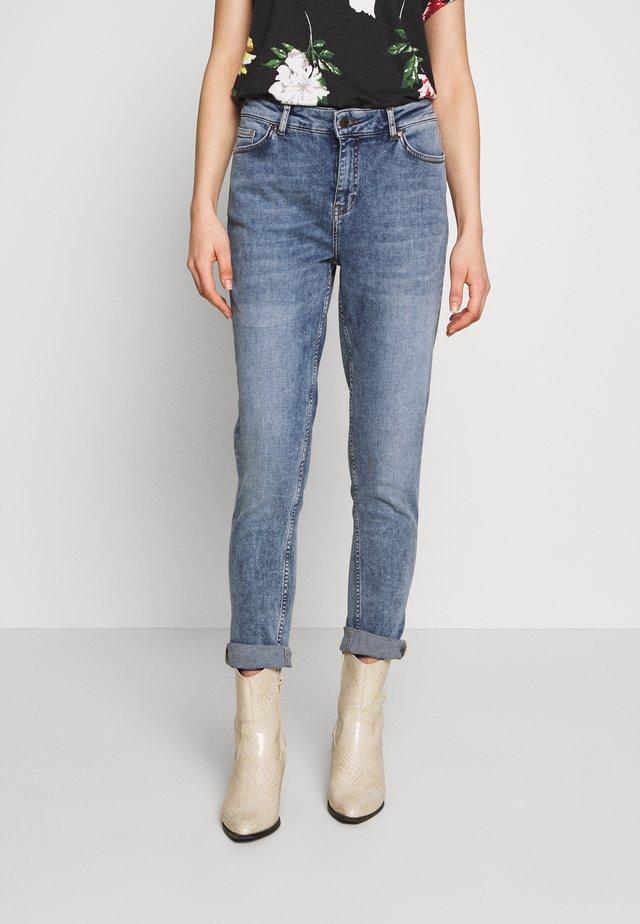 OBJSUSANNAH ANCLE PANT  - Jeansy Skinny Fit - medium blue denim