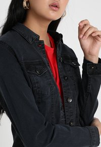 Vero Moda - VMHOT SOYA  - Denim jacket - dark grey denim - 4