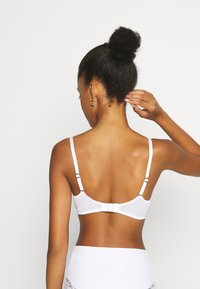 Agent Provocateur - ESSIE BRA - Triangle bra - white - 2