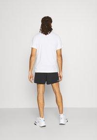 Nike Performance - TRAIL - Shorts outdoor - black/dark smoke grey/white - 2