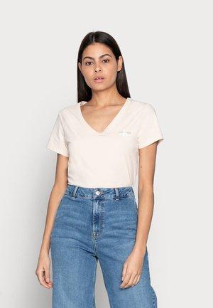 MONOGRAM SLIM V-NECK TEE - Basic T-shirt - beige