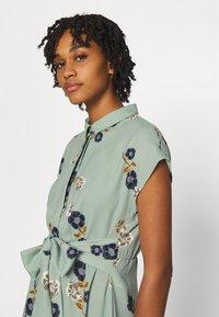 Vero Moda - VMFALLIE LONG TIE DRESS - Skjortekjole - green milieu - 3