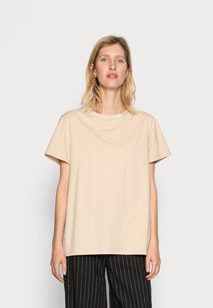 VANESSA HONG x BIRGITTE HERSKIND TEE - Basic T-shirt - coffee