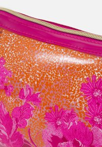 Ted Baker - ELAA - Wash bag - pink - 3