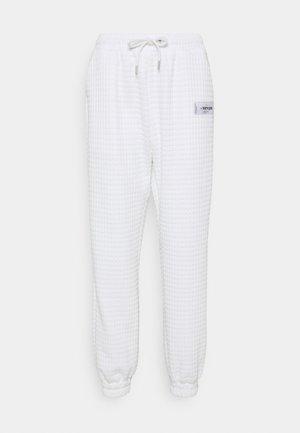 WAFFLE PANT - Tracksuit bottoms - white