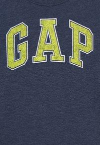 GAP - BOYS NEW ARCH SCREEN - Printtipaita - navy heather - 2
