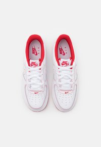 Nike Sportswear - AIR FORCE 1 UNISEX - Trainers - white/university red - 3
