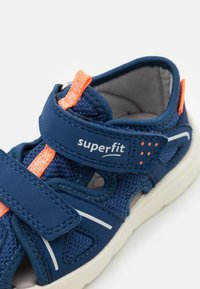 Superfit - WAVE - Chodecké sandály - blau/orange - 5