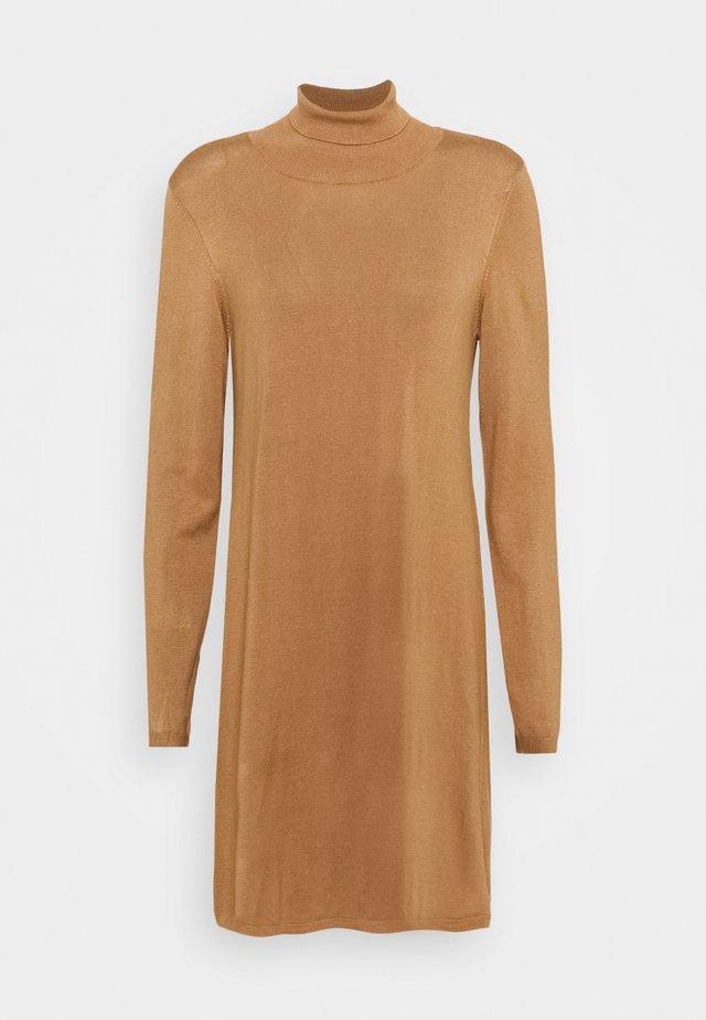 VMGLORY ROLLNECK DRESS - Vestido de punto - tobacco brown