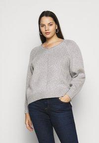 Selected Femme Curve - SLFPOLLY  V-NECK - Jumper - light grey - 0