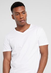 Pier One - 5 PACK - T-shirt - bas - white - 4