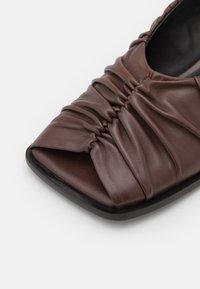By Malene Birger - TERLA - Classic heels - chestnut - 6