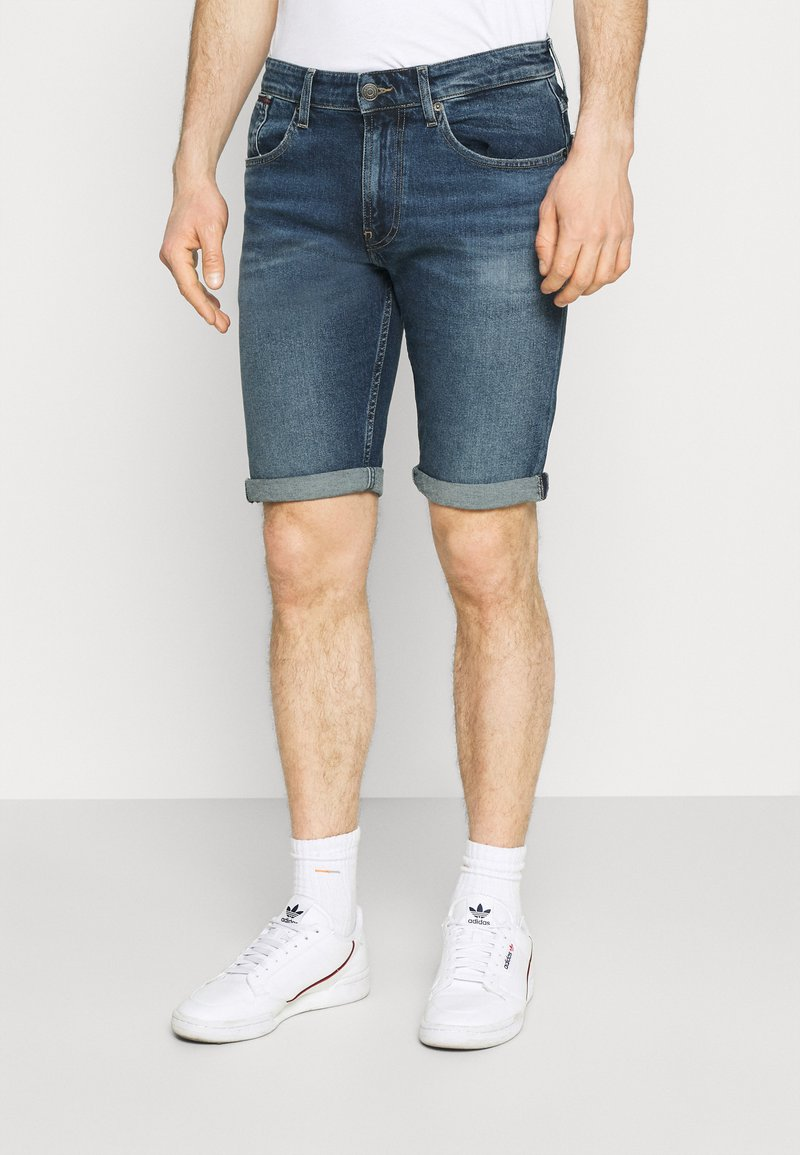 Tommy Jeans - RONNIE RELAXED DENIM SHORT - Jeansshort - blue denim