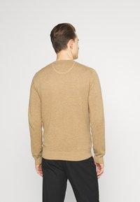 GANT - C NECK - Stickad tröja - sand melange - 2