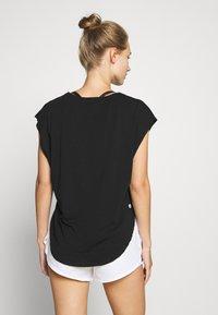 Cotton On Body - ACTIVE SCOOP HEM - Camiseta de deporte - black - 2