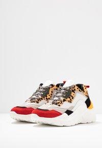 Steve Madden - ANTONIA - Sneakers - brown - 4