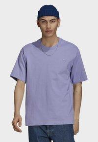 adidas Originals - PREMIUM TEE UNISEX - T-shirts basic - light purple - 0