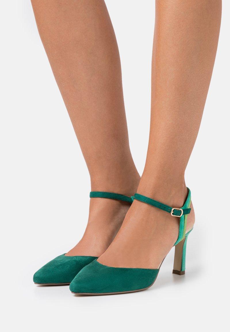 Menbur - Classic heels - green