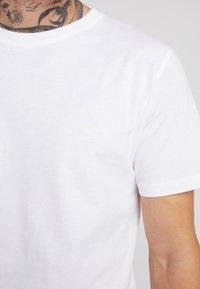 Jack & Jones - JORBASIC CREW NECK 5 PACK  - T-shirt basic - only white - 5