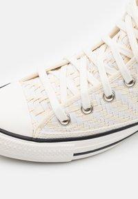 Converse - CHUCK TAYLOR ALL STAR TONAL WEAVING UNISEX - Korkeavartiset tennarit - white/black - 5
