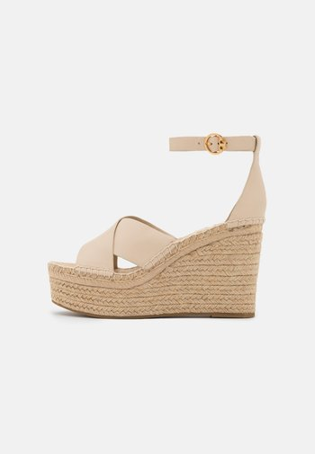 SELBY WEDGE