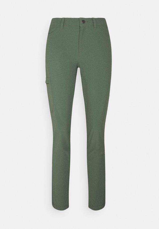 SKYLINE TRAVELER PANTS - Kangashousut - kale green