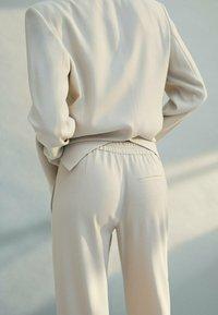 Massimo Dutti - Spodnie materiałowe - beige - 2