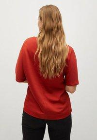 Violeta by Mango - Basic T-shirt - rotbraun - 2