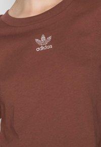adidas Originals - CROPPED TEE - Basic T-shirt - earth brown - 4