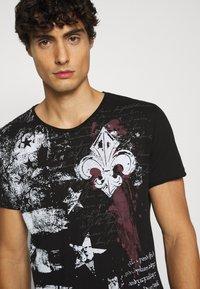 Key Largo - INDICATE ROUND - Print T-shirt - black - 3