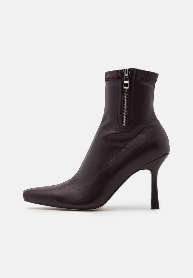 RUBINA - Kotníkové boty - burgundy