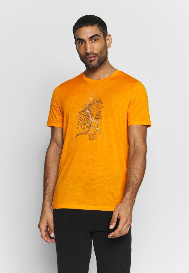 TECH LITE CREWE QUILL - T-shirt print - sun