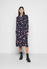 PIECES Tall - PCGLYDA MIDI DRESS - Shirt dress - sky captain/winsome orchid flowers - 0