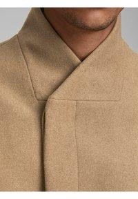 Jack & Jones - JJECOLLUM COAT  - Classic coat - khaki - 4