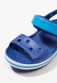 Crocs - CROCBAND KIDS UNISEX - Sandały kąpielowe - cerulean blue/ocean - 2