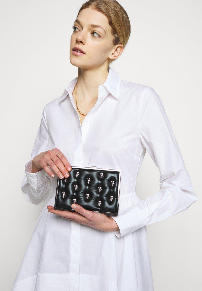 KARL LAGERFELD - IKONIK 3D PIN MINAUDIERE - Taška spříčným popruhem - black