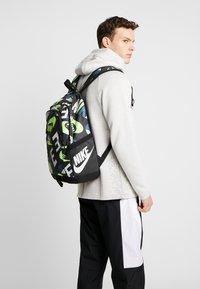 Nike Sportswear - ALL ACCESS SOLEDAY - Reppu - dark smoke grey/black/photon dust - 1