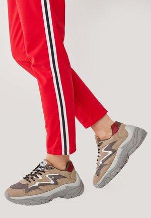 GALAXY - Sneakers basse - brown