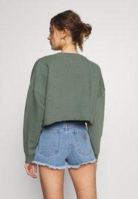 Abrand Jeans - A CROPPED OVERSIZED SWEATER - Sweatshirt - gumnut - 2